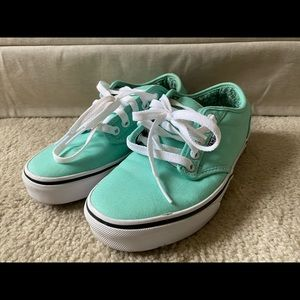 Vans Atwood Lows Women's shoes.